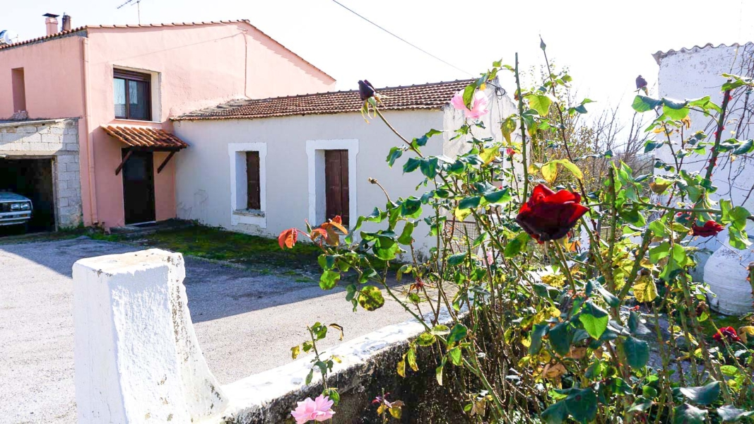 Plot and Old House for sale in Kirtomados, Agia.